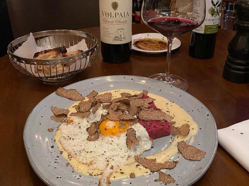 Rindertatar mit Volpaia Rotwein und Trüffel